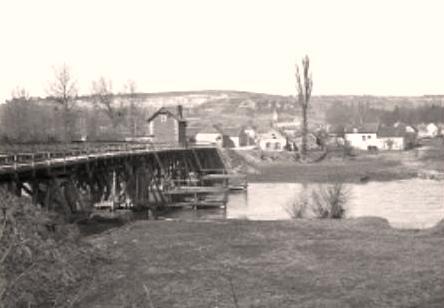 Oeuilly (Aisne) CPA pont sur l'Aisne et vue sur le village