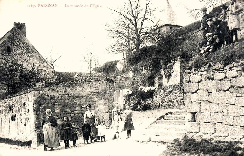 Pargnan (Aisne) CPA montée de l'église