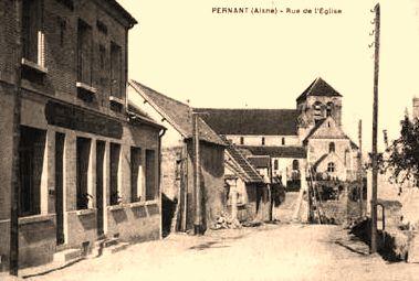 Pernant (Aisne) CPA La rue de l'église 1914-1918
