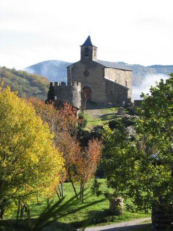 Peux-et-Couffouleux (Aveyron) Blanc, église et donjon