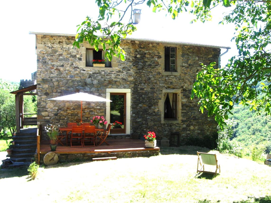 Peux-et-Couffouleux (Aveyron) Blanc, gîte Rouquette-House