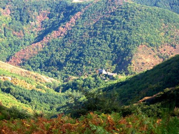 Peux-et-Couffouleux (Aveyron) Blanc, vue du Merdelou