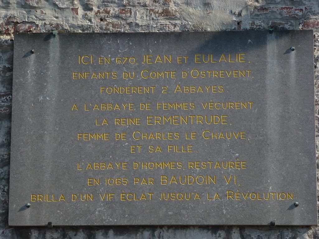 Plaque marquant l'emplacement de l'ancienne abbaye de Hasnon (Nord)