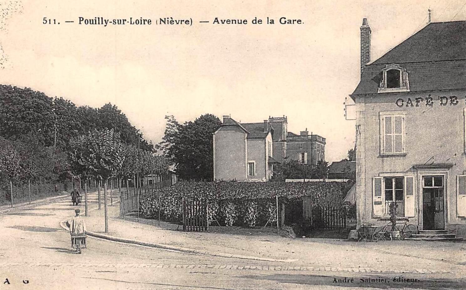Pouilly-sur-Loire (Nièvre) L'avenue de la gare CPA