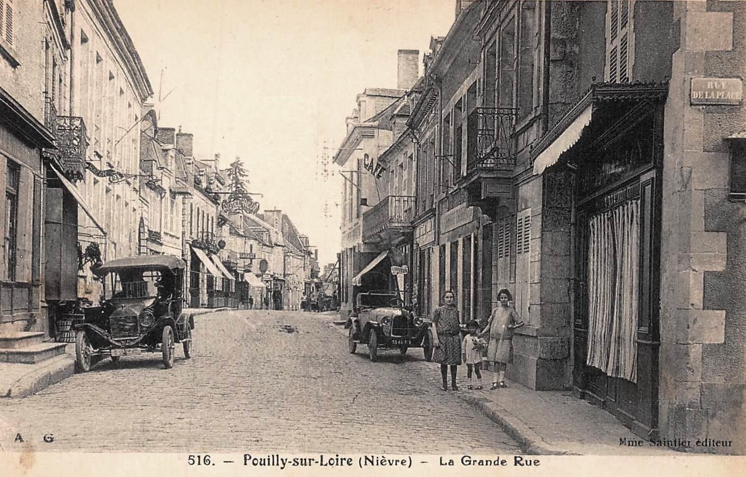 Pouilly-sur-Loire (Nièvre) La grande rue CPA