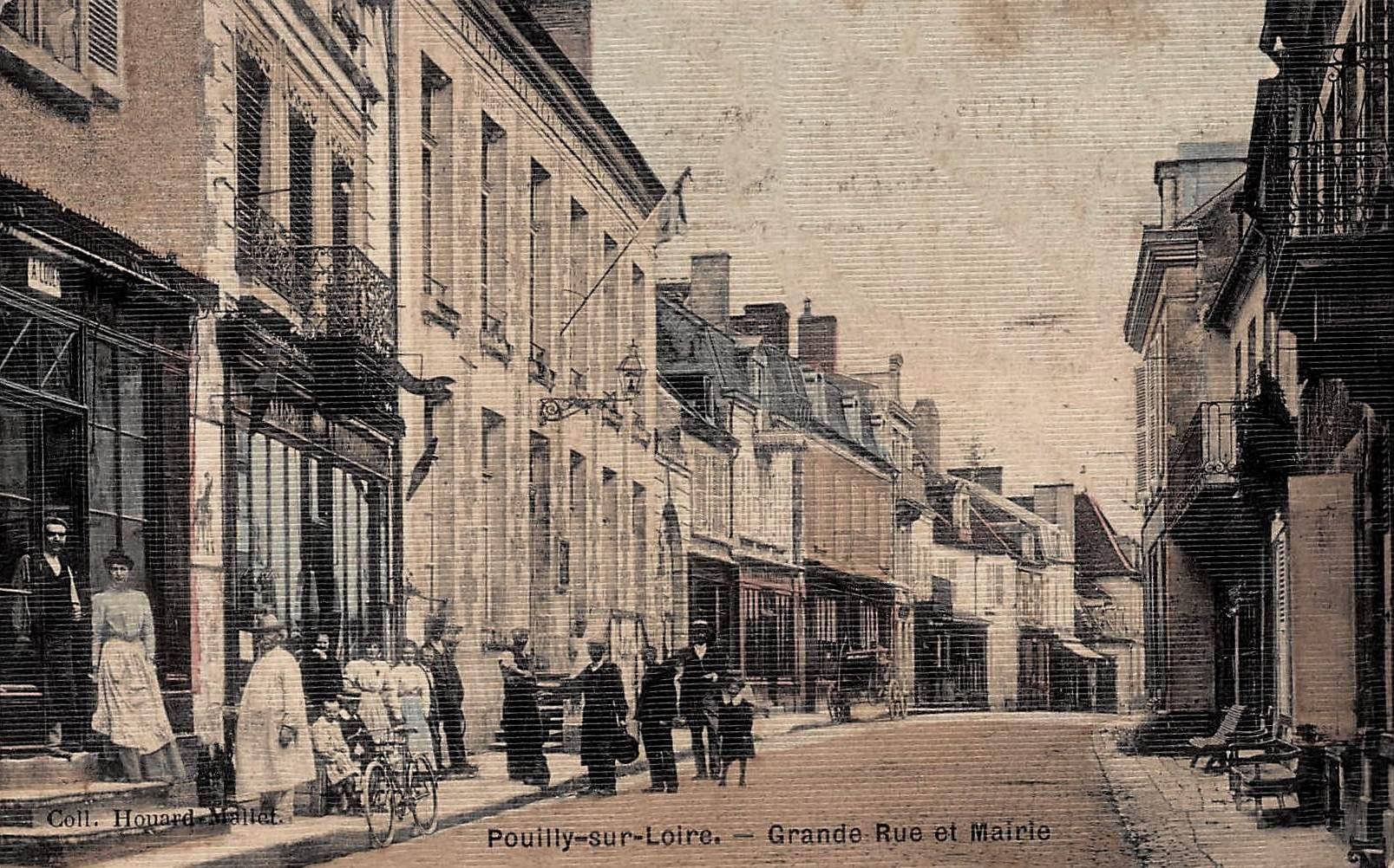 Pouilly-sur-Loire (Nièvre) La grande rue et la mairie CPA