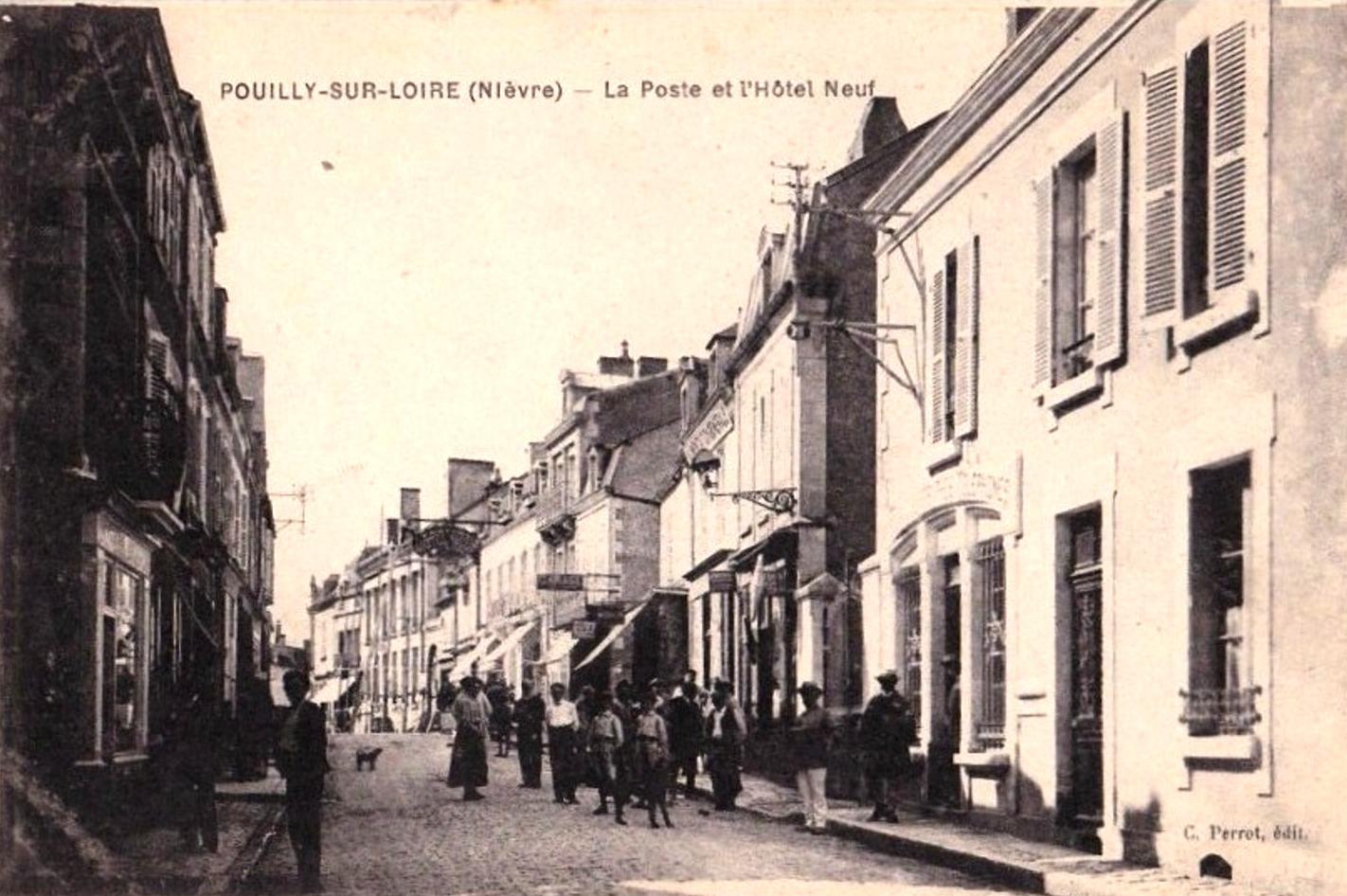 Pouilly-sur-Loire (Nièvre) La rue de la Poste CPA