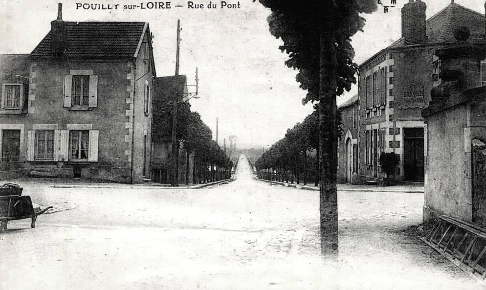 Pouilly-sur-Loire (Nièvre) La rue du Pont CPA