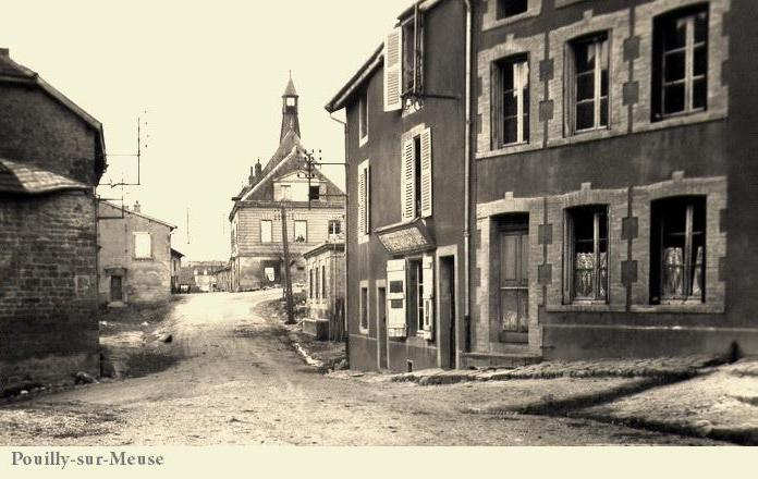 Pouilly-sur-Meuse (Meuse) CPA
