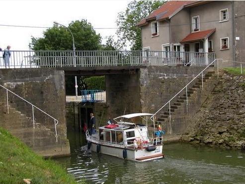 Pouilly-sur-Meuse (Meuse) L'écluse