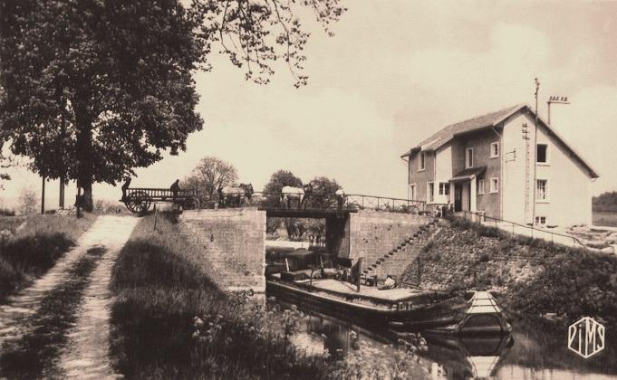 Pouilly-sur-Meuse (Meuse) L'écluse CPA