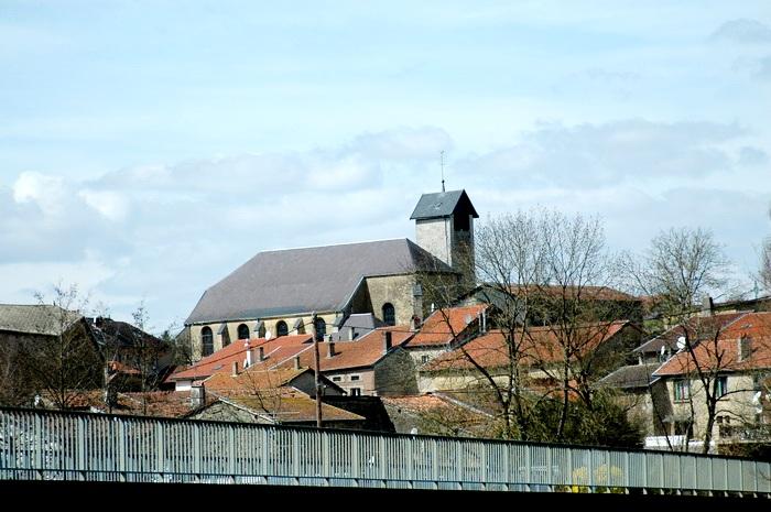 Pouilly-sur-Meuse (Meuse) L'église Saint Martin