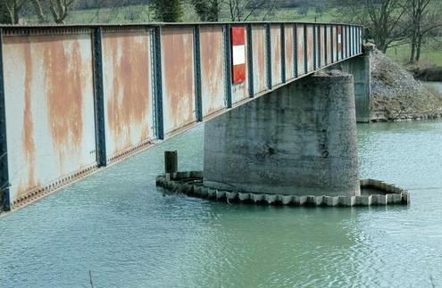 Pouilly-sur-Meuse (Meuse) La passerelle