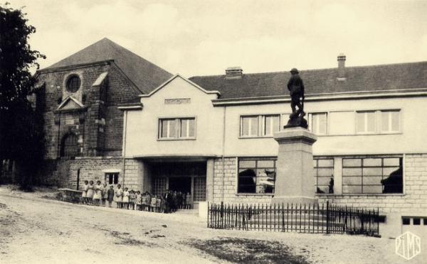 Pouilly-sur-Meuse (Meuse) Les écoles CPA