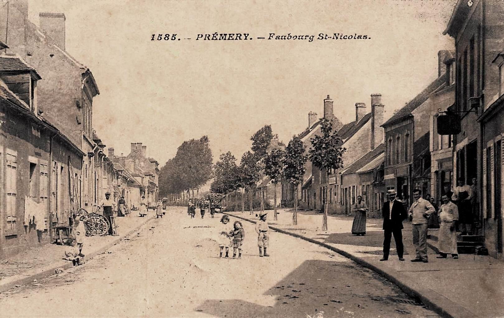Prémery (Nièvre) Le faubourg Saint Nicolas CPA