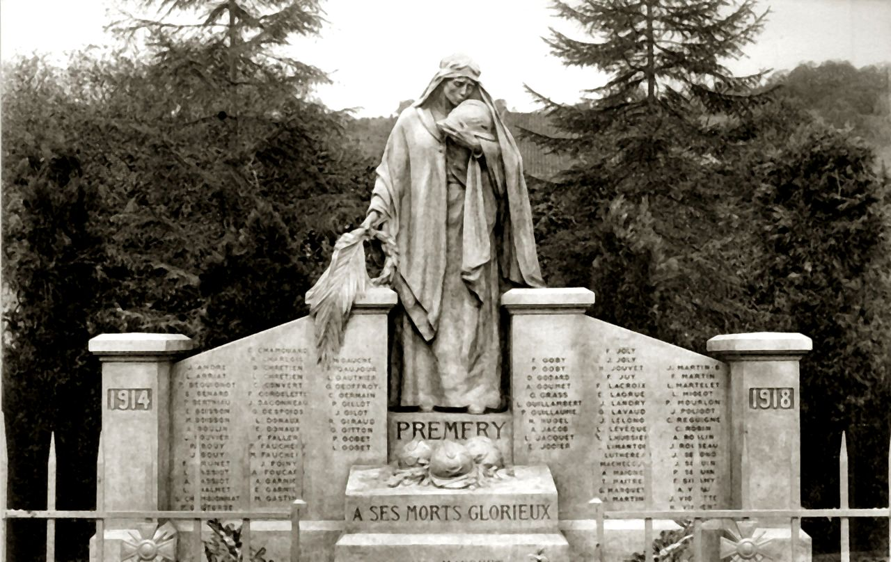 Prémery (Nièvre) Le monument aux morts