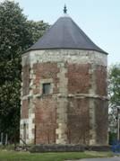 Prémont (Aisne) Tour du château