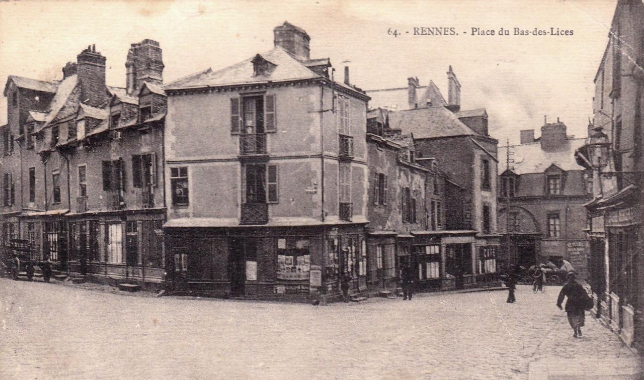 Rennes (Ille-et-Vilaine) La place du Bas des lices CPA