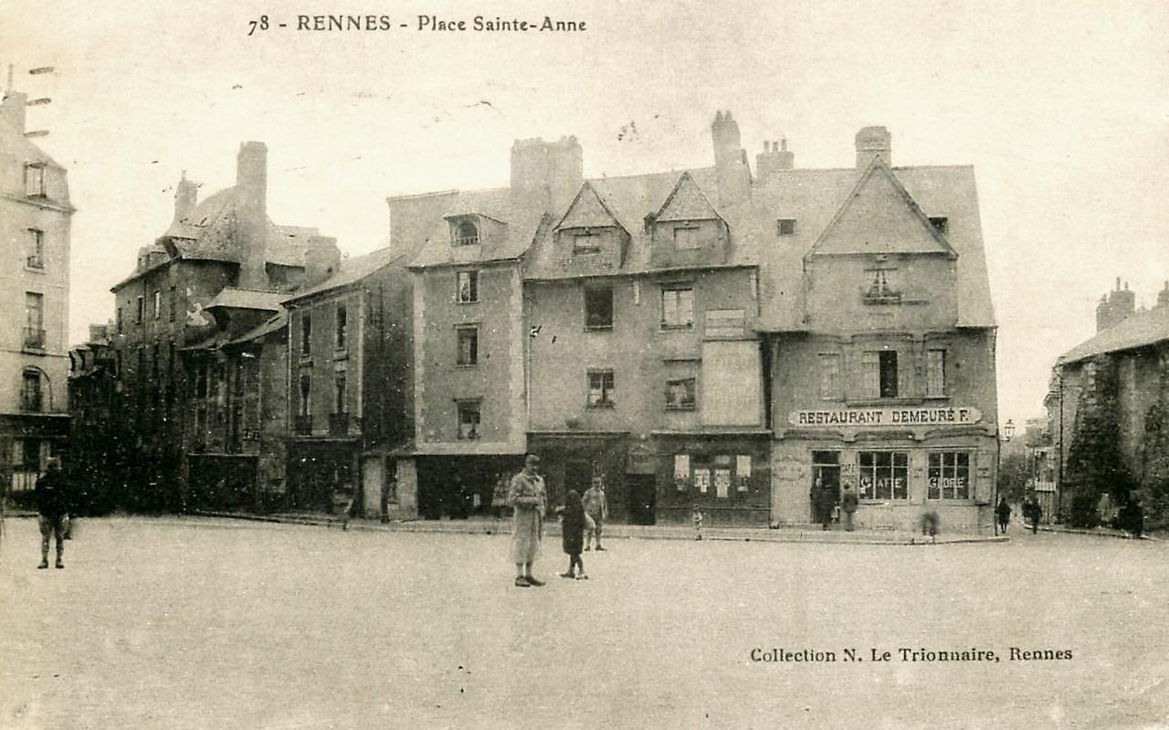 Rennes (Ille-et-Vilaine) La place Sainte Anne CPA