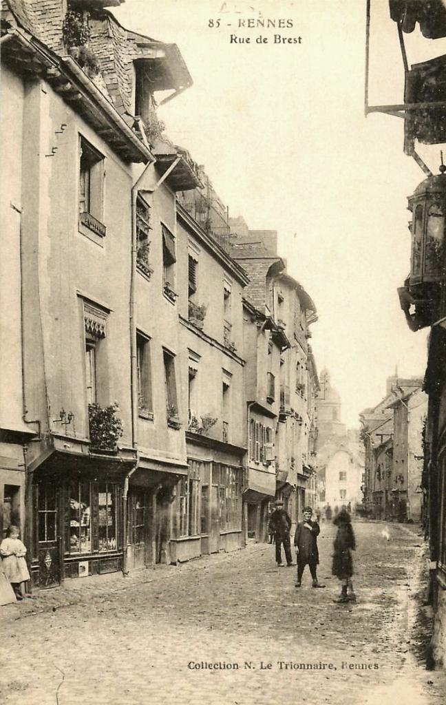 Rennes (Ille-et-Vilaine) La rue de Brest CPA