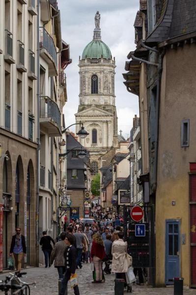 Rennes (Ille-et-Vilaine) La rue Saint-Melaine