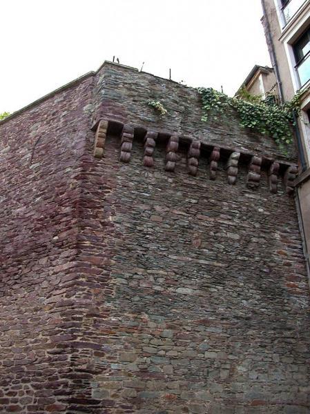 Rennes (Ille-et-Vilaine) La tour, place Rallier-du-Baty
