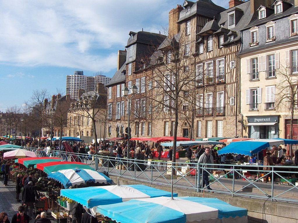 Rennes (Ille-et-Vilaine) Le marché des Lices