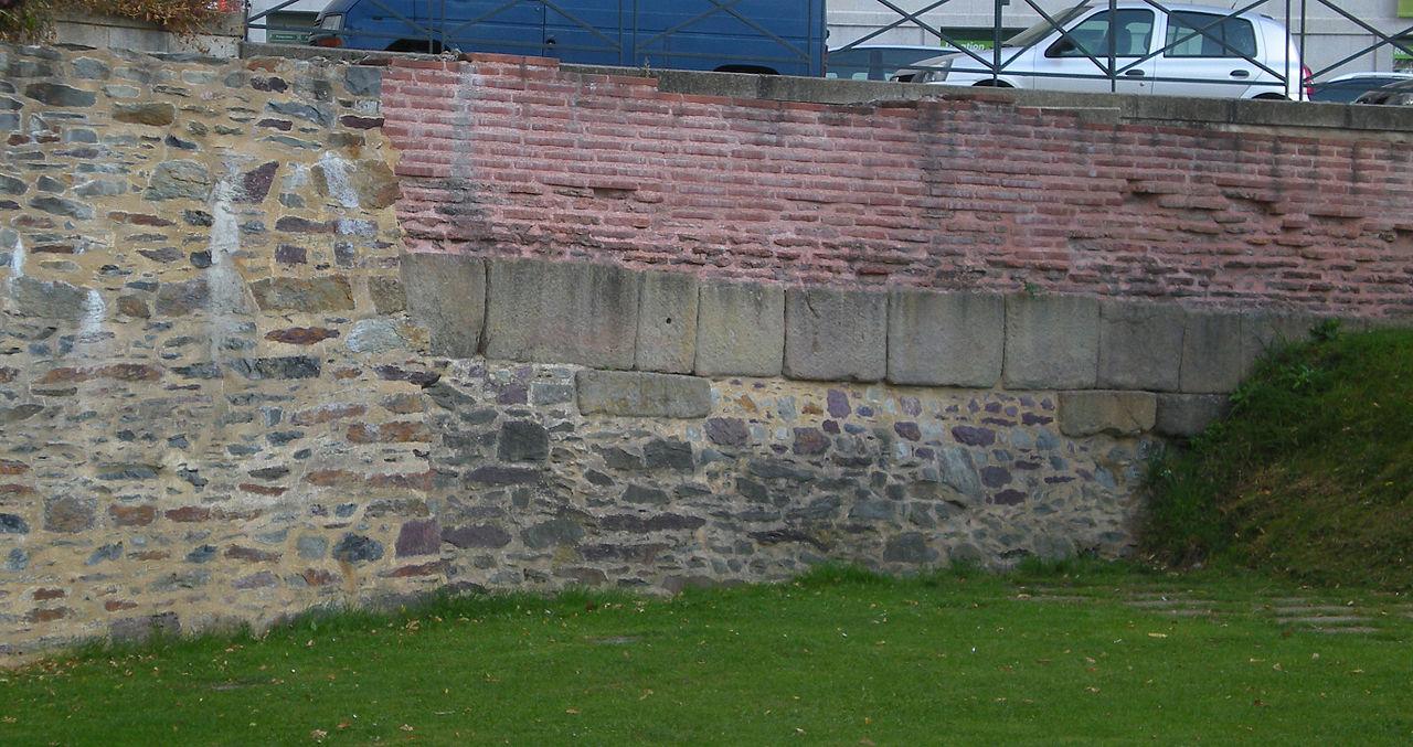 Rennes (Ille-et-Vilaine) Un pan de mur romain