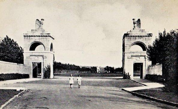 Romagne-sous-Montfaucon (Meuse) Cimetière américain, entrée CPA