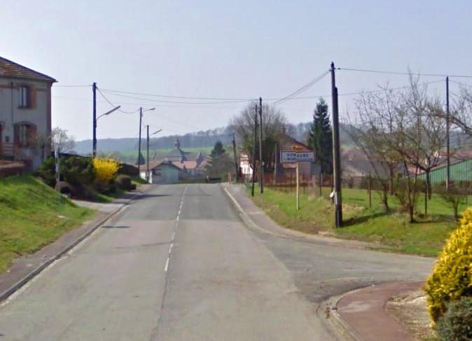 Romagne-sous-Montfaucon (Meuse) Entrée du village en 2011
