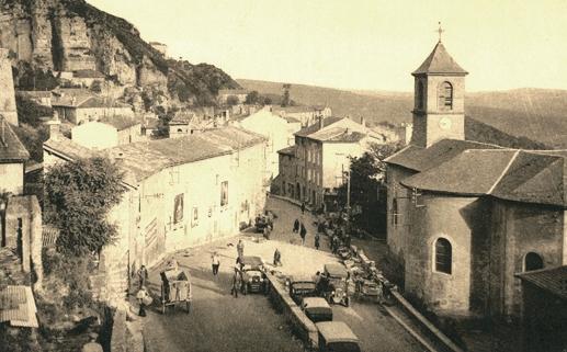 Roquefort-sur-Soulzon (Aveyron) CPA L'église et la place