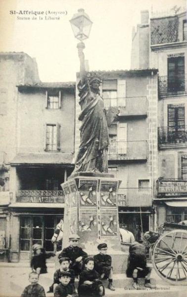 Saint-Affrique (Aveyron) CPA la statue de la Liberté