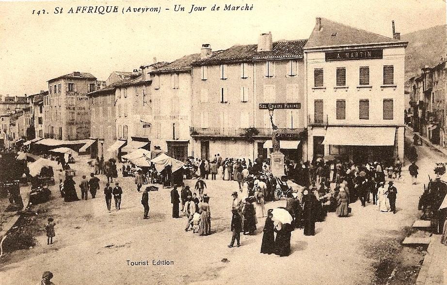Saint-Affrique (Aveyron) CPA le marché