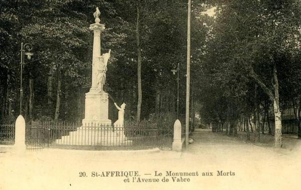 Saint-Affrique (Aveyron) CPA le monument aux morts