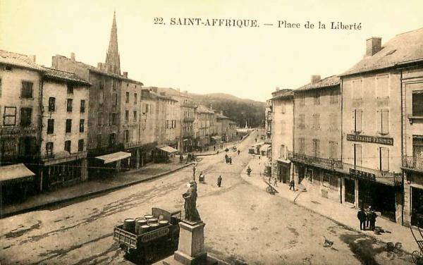 Saint-Affrique (Aveyron) CPA la place de la Liberté