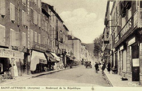 Saint-Affrique (Aveyron) CPA la rue de la République