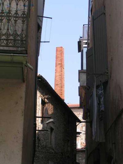 Saint-Affrique (Aveyron) la cheminée, rue Bienveillance