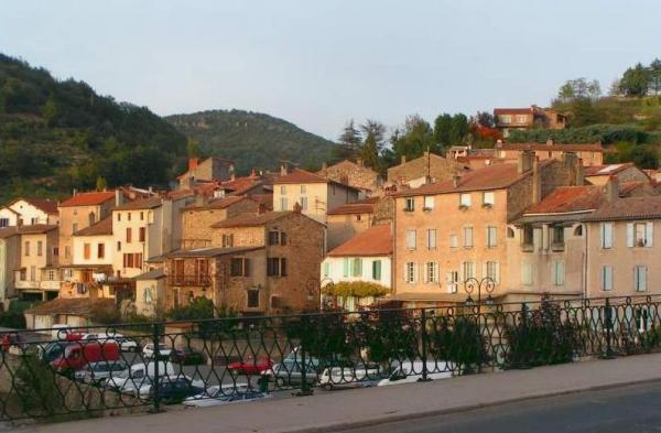 Saint-Affrique (Aveyron) la vue du Pont Neuf