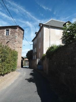 Saint-Affrique (Aveyron) Le Cambon, la rue unique