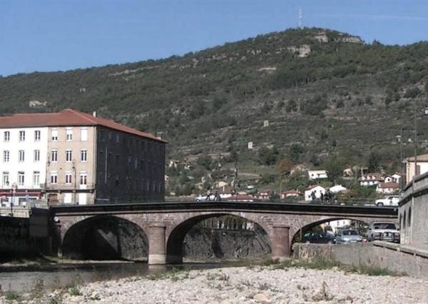 Saint-Affrique (Aveyron) le pont Neuf