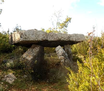 Saint-Affrique (Aveyron) Vailhauzy, dolmen de la quille