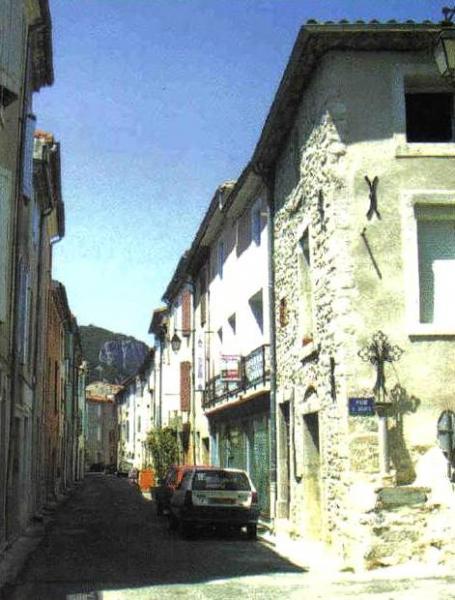 Saint-Bauzille-de-Putois (Hérault) L'église et une rue