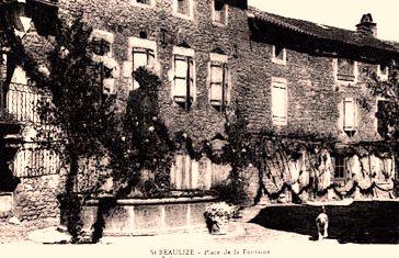 Saint-Beaulize (Aveyron) CPA La place de la fontaine