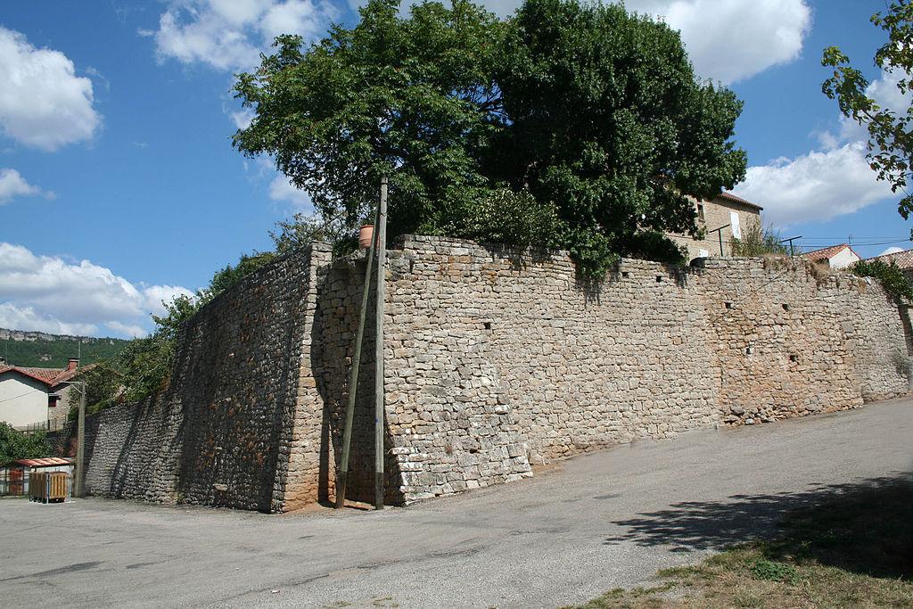 Saint-Beaulize (Aveyron) Les remparts
