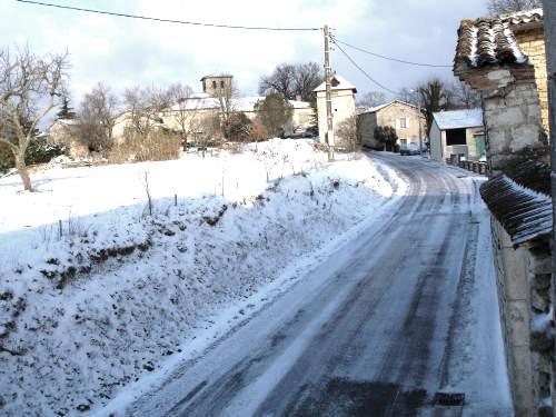 Saint-Beauzile (Tarn) le village sous la neige