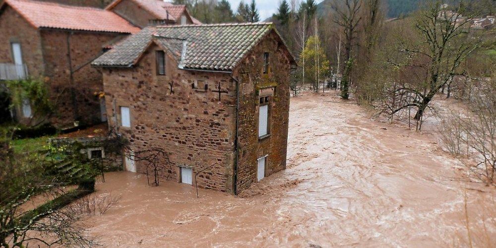 Saint-Félix-de-Sorgues (Aveyron) CPA les inondations 2011