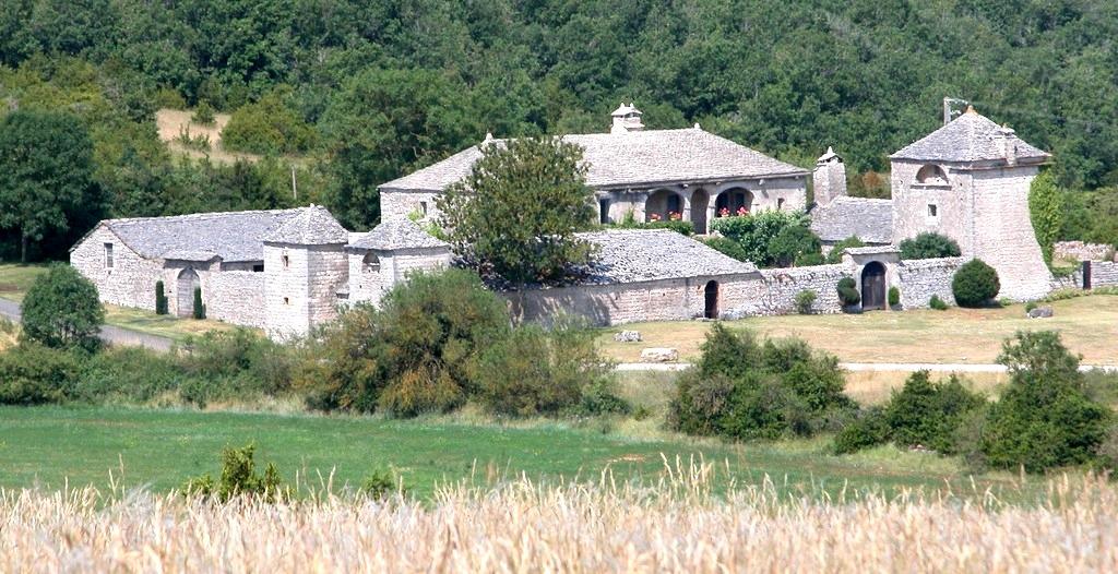Saint-Georges-de-Luzençon (Aveyron) Les Brouzes, la ferme fortifiée