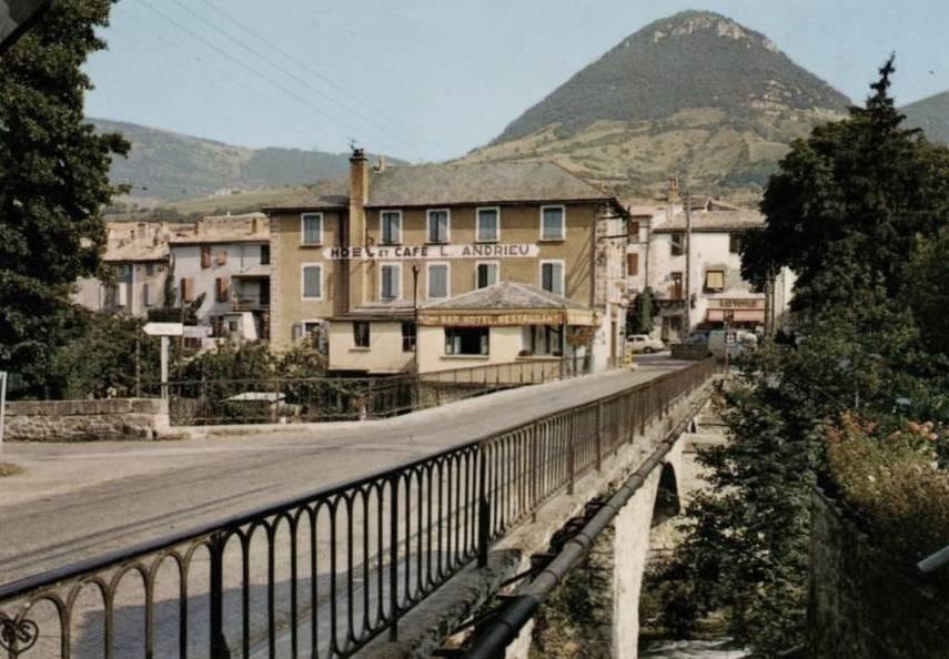Saint-Georges-de-Luzençon (Aveyron) Le pont