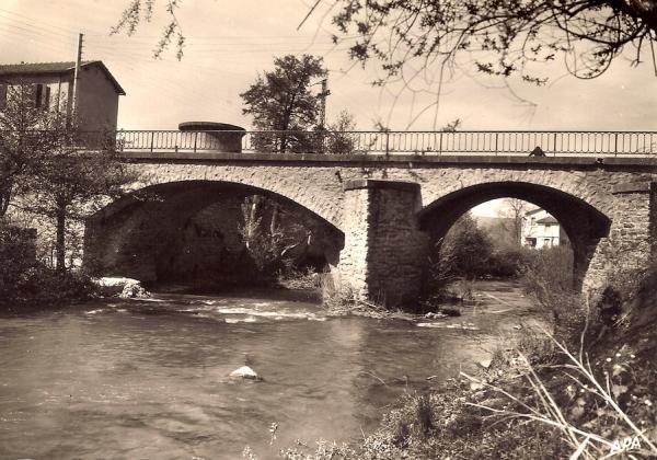 Saint-Georges-de-Luzençon (Aveyron) Le pont et le moulin Taly