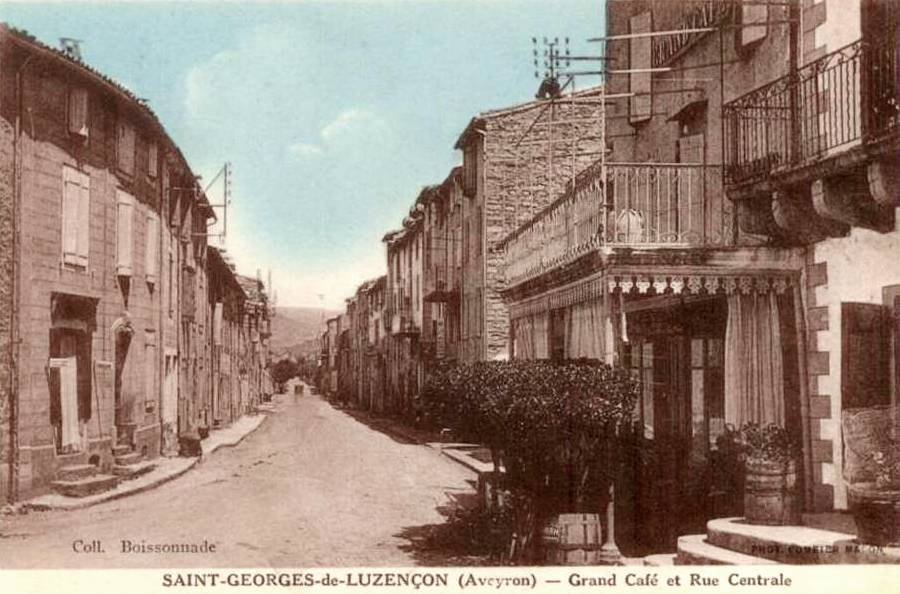 Saint-Georges-de-Luzençon (Aveyron) CPA, rue principale et grand café